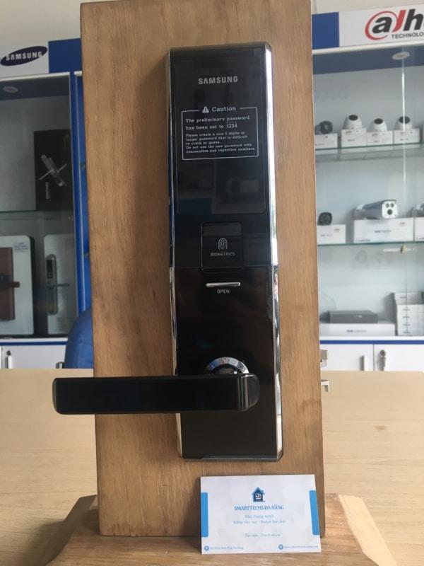 SamSung SHS-H705 (mặt trước)